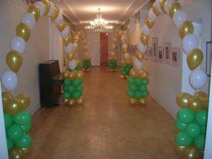 Современная арка на новый год воздушными шарами недорого