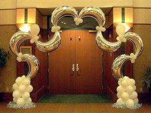 Оригинальная арка на новый год шарами в Москве