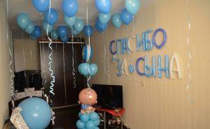 Бюджетное Украшение квартиры на выписку воздушными шарами