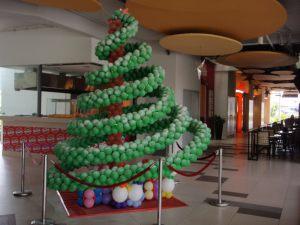 Красивое Новогоднее украшение шарами срочно