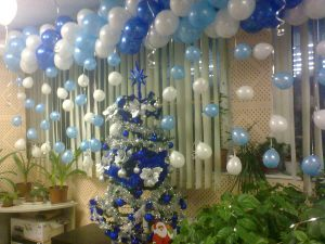 Стильное Новогоднее украшение воздушными шарами