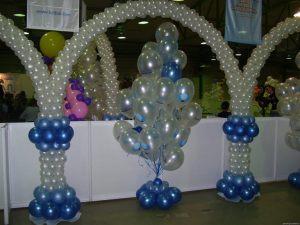 Интересное Новогоднее украшение шарами в Москве