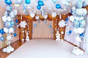 Недорогое оформление интерьера на новый год воздушными шарами срочно