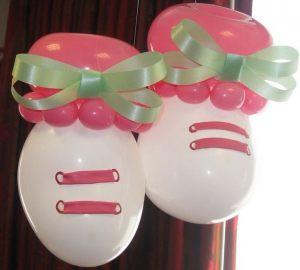 Бюджетно оформить композицию из шаров на выписку из роддома