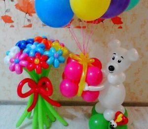 Оригинально оформить композицию из шаров на выписку из роддома шариками недорого