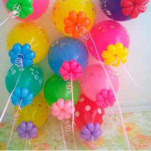 Современно оформить композицию из шаров на выписку из роддома воздушными шарами в Москве