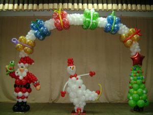 Современная новогодняя композиция воздушными шарами