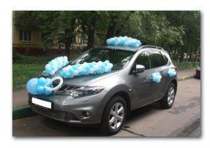 Недорого украсить машину на выписку из роддома воздушными шариками недорого