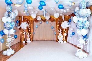 Интересное украшение на новый год шарами в Москве
