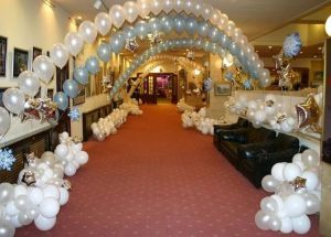 Оригинальное украшение на новый год шарами срочно