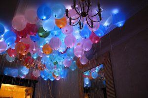 Красивое украшение на новый год шарами недорого
