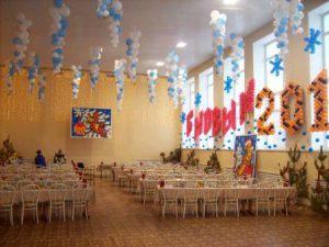 Стильное оформление шарами на новый год воздушными шариками
