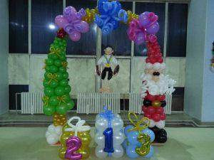 Необычное оформление класса шарами на новый год шариками недорого