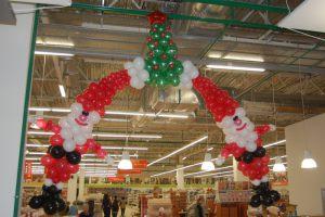 Современное оформление новогоднего праздника воздушными шариками срочно