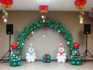 Красивое оформление новогоднего праздника шарами срочно