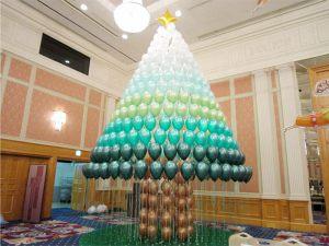 Необычное оформление новогоднего праздника воздушными шарами
