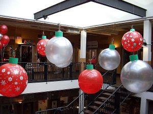 Современные большие шары на новый год