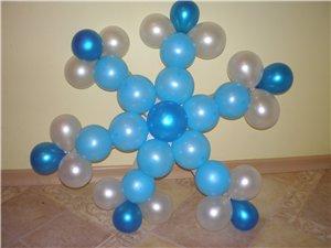 Оригинальные снежинки из шаров на новый год шарами срочно