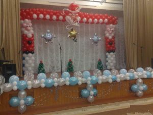 Необычное оформление сцены на новый год воздушными шариками срочно