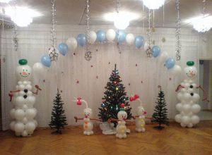 Стильное оформление сцены на новый год воздушными шарами недорого