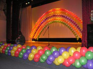 Необычное оформление сцены на новый год воздушными шариками недорого