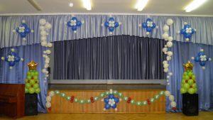 Оригинальное оформление сцены на новый год шарами