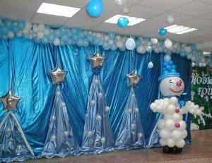 Необычное оформление сцены на новый год воздушными шарами срочно