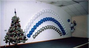 Недорогое оформление сцены на новый год воздушными шариками в Москве
