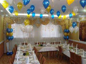 Оригинальное оформление стола на новый год воздушными шарами в Москве