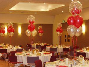 Стильное оформление стола на новый год воздушными шариками срочно