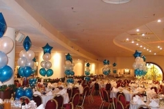 Оригинальное оформление стола на новый год воздушными шарами недорого