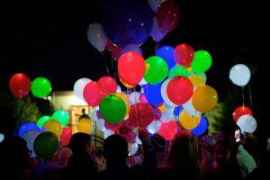 Бюджетные светящиеся шары на новый год в Москве