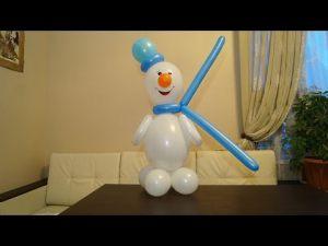Бюджетный снеговик из шаров на новый год воздушными шариками в Москве