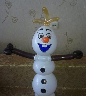 Необычный снеговик из шаров на новый год шариками в Москве