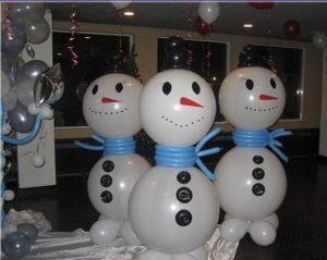Необычный снеговик из шаров на новый год воздушными шарами недорого