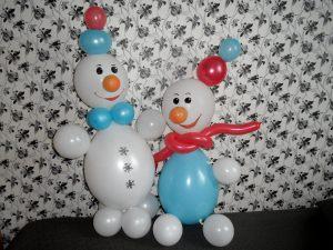 Стильный снеговик из шаров на новый год шариками в Москве