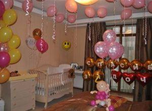 Оригинальное Украшение комнаты на выписку из роддома шариками в Москве