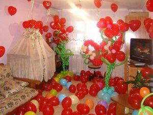 Необычное Украшение комнаты на выписку из роддома воздушными шарами недорого