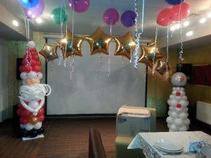 Интересные украшение дома шарами на Новый год недорого