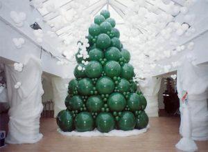 Необычная елка из шаров на новый год шариками