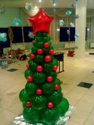 Интересная елка из шаров на новый год воздушными шариками в Москве
