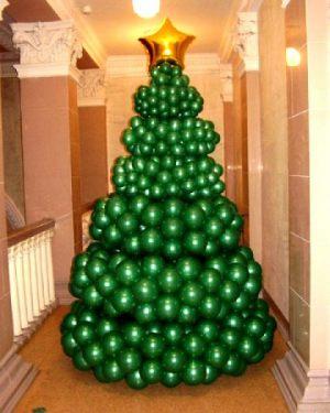 Интересная елка из шаров на новый год шарами срочно