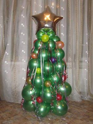 Красивая елка из шаров на новый год воздушными шариками