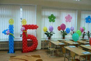 Современное оформление класса на день рождение воздушными шариками в Москве