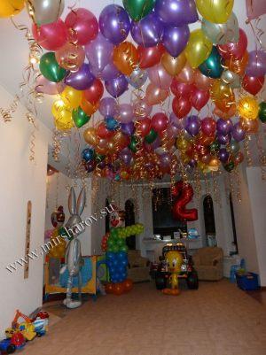 Современное оформление квартиры на день рождение шарами недорого