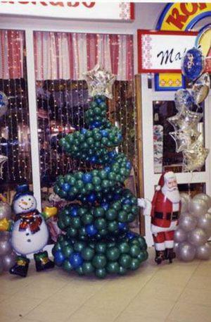 Недорогое украшение магазина новогодними шарами недорого