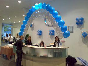 Оригинальное оформление офиса на новый год шариками в Москве