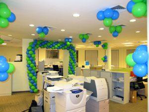 Оригинальное оформление офиса на новый год шарами