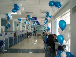Современное оформление офиса на новый год шарами в Москве