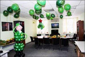 Красивое оформление офиса на день рождение воздушными шариками недорого